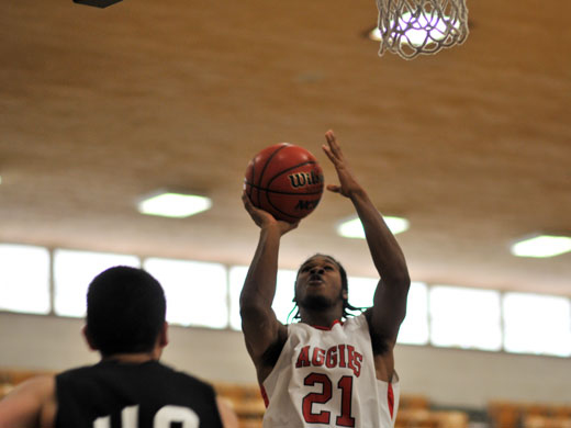 Bill Lee scored 14 points Saturday in the game against McMurry University.—Sarah Koster photo