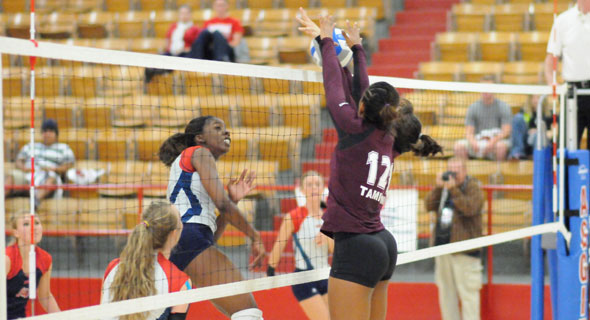 OPSU's Michaela Redding goes for the kill during Saturday's game against Texas A&M International.—Maximiliano Finello photo